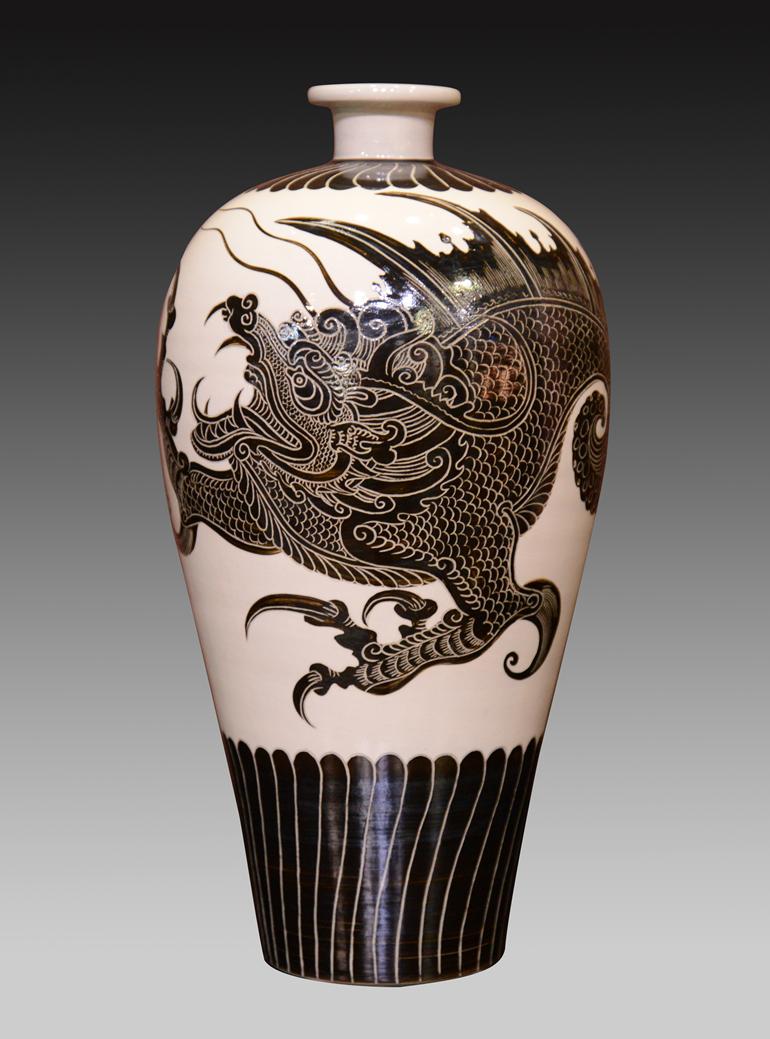 姚红川+祥龙纹瓶+37厘米x18厘米+陶瓷(1)_副本.png