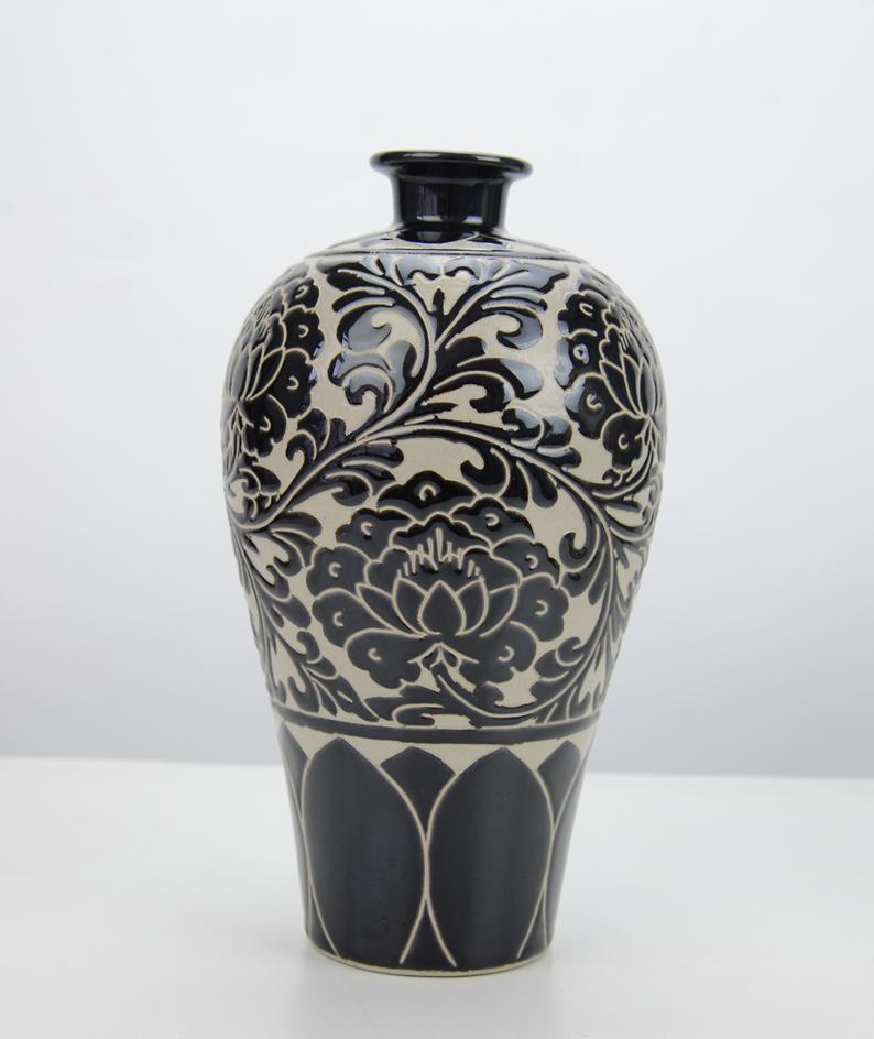 姚红川+黑刻梅瓶+24厘米x13厘米+陶瓷 (1)_副本.png